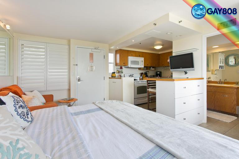 King bed Studio Suite w/full Kitchen & Lanai