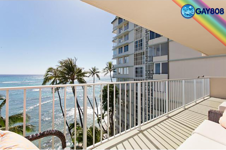 Oceanfront 2 Bedroom Suite w/Full Kitchen & Lanai